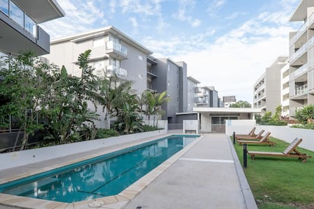 Modern Apartment in Leafy Indooroopilly - Apartment