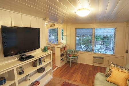 Cute Siesta Key Cottage! Renovated!
