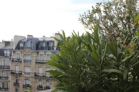 Chambre avec balcon sous les toits - Paris - Apartment