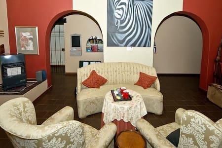 Bush Pillow Room 3 Otjiwarongo - Otjiwarongo - Bed & Breakfast