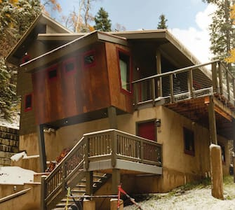 Laid-Back Luxury Ski/Hike Chalet - Haus