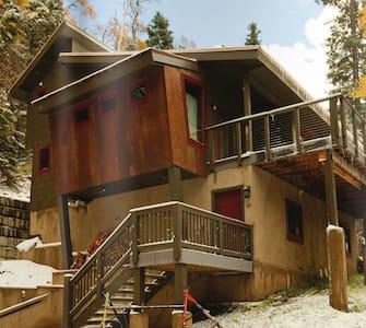 Laid-Back Luxury Ski/Hike Chalet - House