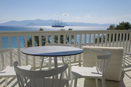 Santana Deluxe Suite Sea View - Agia Anna - Bed & Breakfast