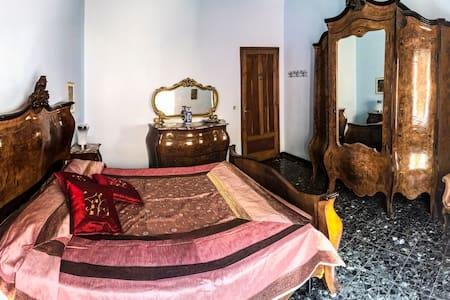 Casa Arneis due camere in pieno centro storico - Apartment