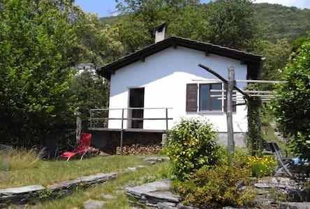 Haus am Waldrand mit Aussicht - Locarno - House