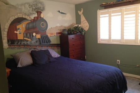 Large bedroom w/shared kit & bath - Mississauga