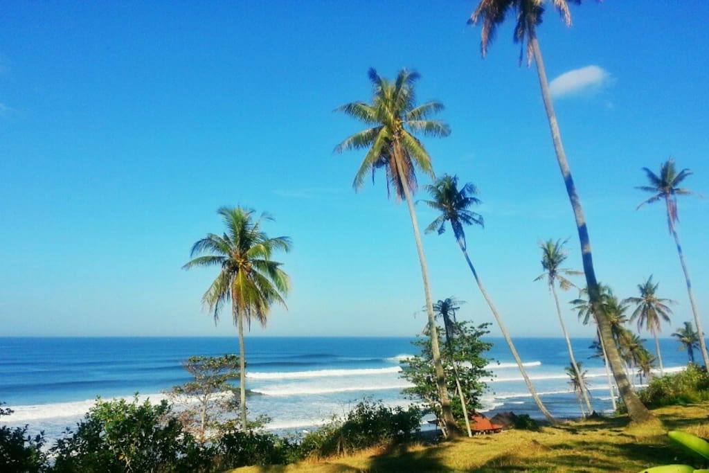 Famous surf break in front with uninterrupted view
