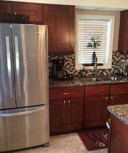 Private luxurious lower level suite - Chicago - House