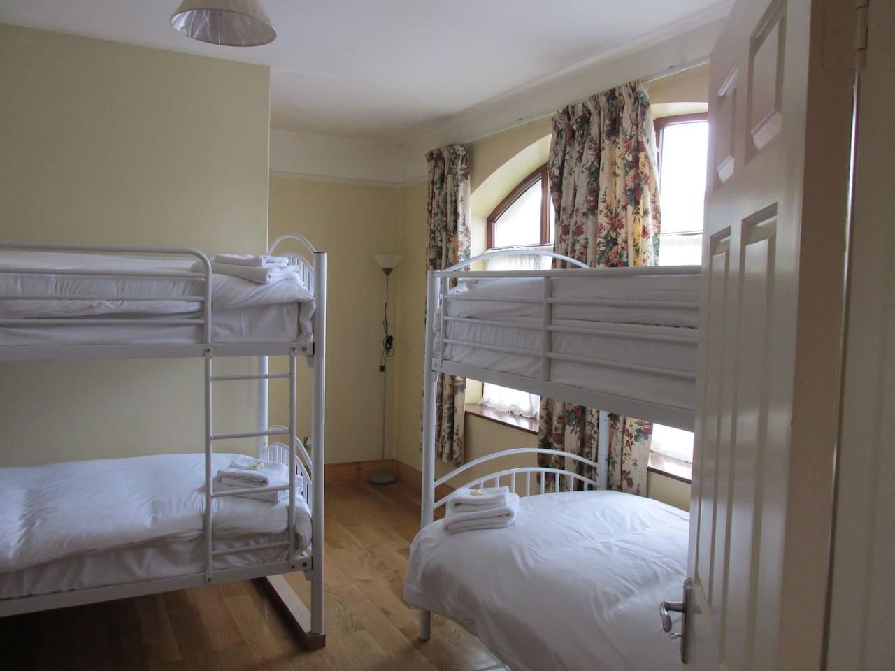 Dorm Room with own bathroom (sleeps 6)