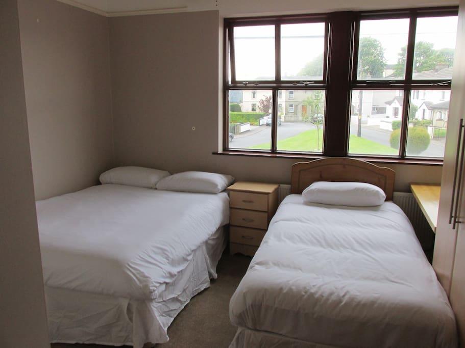 Private Triple Room with En-Suite Bathroom