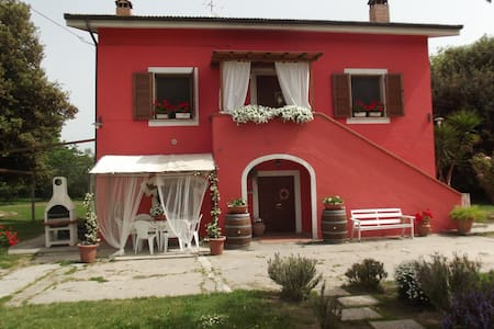 Trilocale in casale shabby toscano - Casa