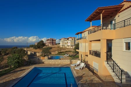 Luxury Villa with private pool - Kournas