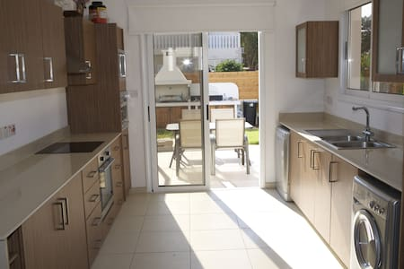 Lovely 3/4 bedroom villa with pool - Ayia Napa - Villa