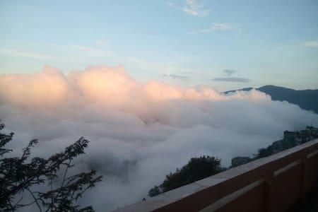 Amazing mountain terrace view room3 - Hus