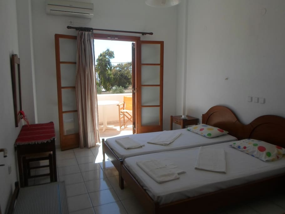 Room in Kamari, 5 minutes from sea