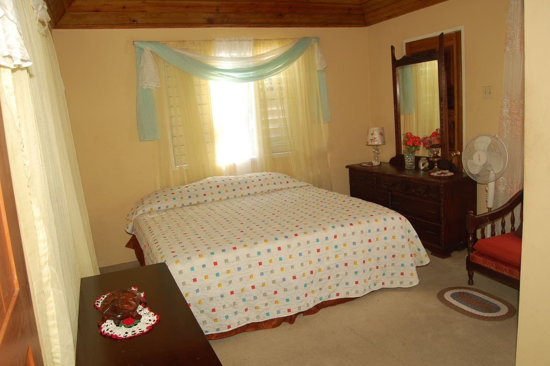 Charming 1 or 2 Bedroom Ocean view
