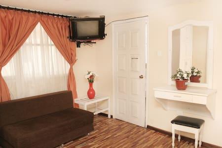 Quadruple Room near the Train Station - Szoba reggelivel