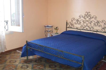 la camera blu - Valderice