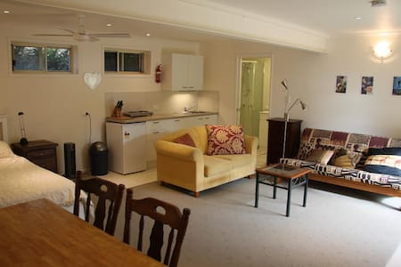 Modern studio with own private entrance, brand new  bathroom and kitchen at the ground level of our house. Perfect couples getaway and base to explore wonderful Byron Shire. Close to festival sites. *** Between 18Jan..15Feb minimum week booking ***