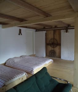 Big dorm in old renovated barn - Ubytovna