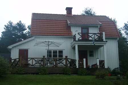 Mysigt hus med vacker sjöutsikt - Gräsmark - Cabin