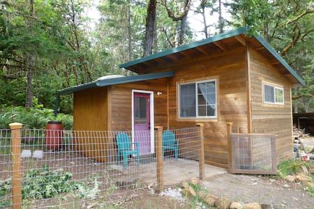 Spencer Hollow Homestead cottage - Eugene - Cabin
