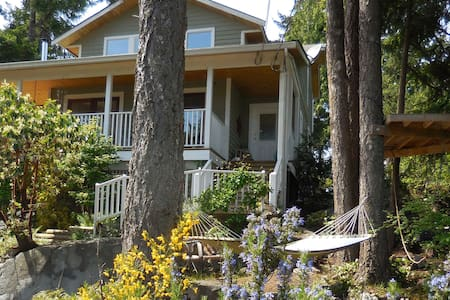 Private Studio Suite in the Carnaby Cottage - Sechelt