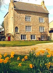 The Medieval Manor - Caldicot - Hus