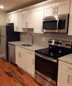 Modern 1 bedroom Apt with parking near center city - Philadelphia - Apartment