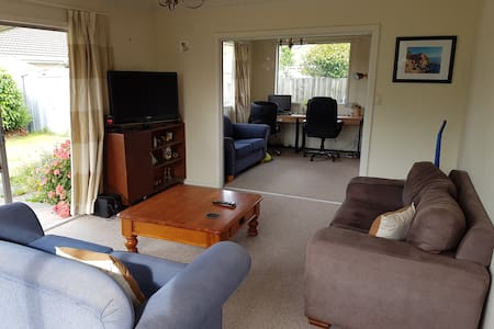 Cosy and secluded 2 bedroom unit! - Christchurch - Huis