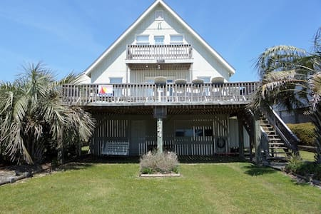 Cozy 2nd Row Beach Cottage - Haus
