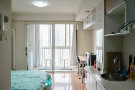 Tidy room with balcony and window - Beijing - Apartment