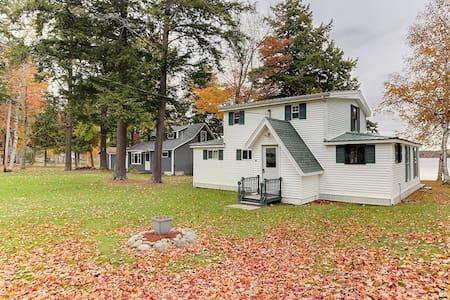 Charming 4BR Burnham Lakefront Home - Ház