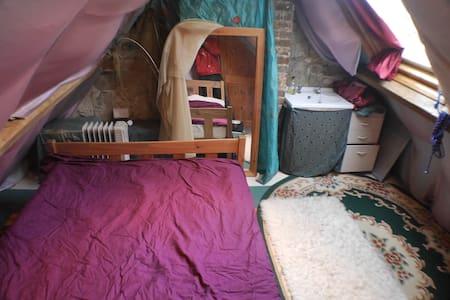 Attic Bedroom near Stonehenge - Casa