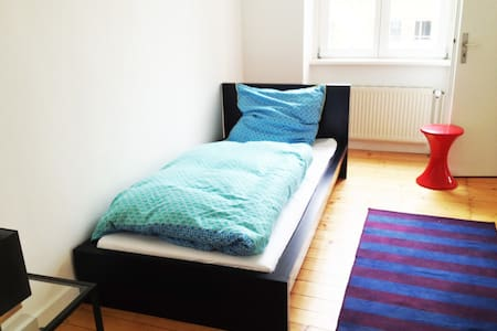 Centraly Located, Friendly & Bright - Cologne - Apartment