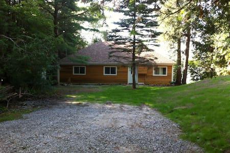 Pristine cottage on Lovesick Lake   - Harcourt