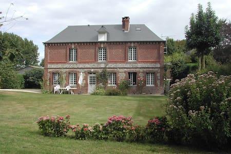 Maison de caractère - grand jardin - Le Bourg-Dun - Hus