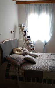 Jolie chambre, bastide médiévale - Maison