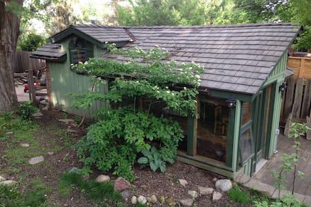 Beautiful Studio Cottage Guelph