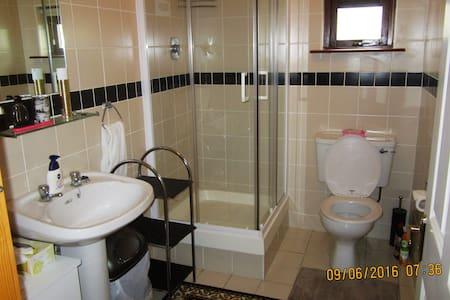 The Saint B&B  very comfortable,  sunny,  rooms - Villa