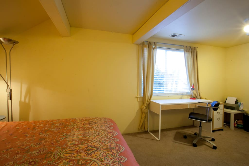 Large COMFY Room in Alberta Arts
