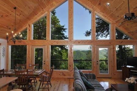 Misty Laurel Chalet - Great views! - Casa