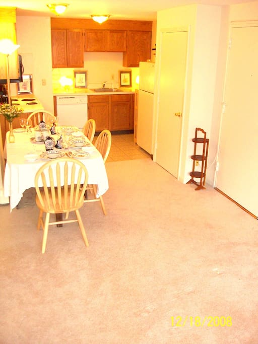 Kitchen & dining area.