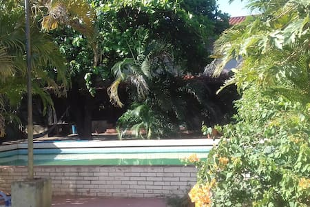 Home with swimming pool in Asuncion center - Asunción - House