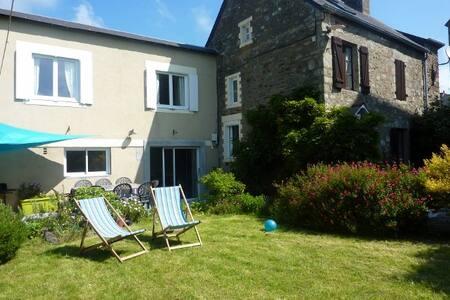 Maison de 110 m² à 4 km de la mer - Matignon - House