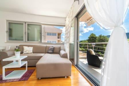 Madrugada apartments - Stari Grad - Apartment