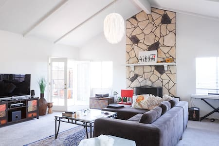 Cozy Home Minutes from the Beach!!