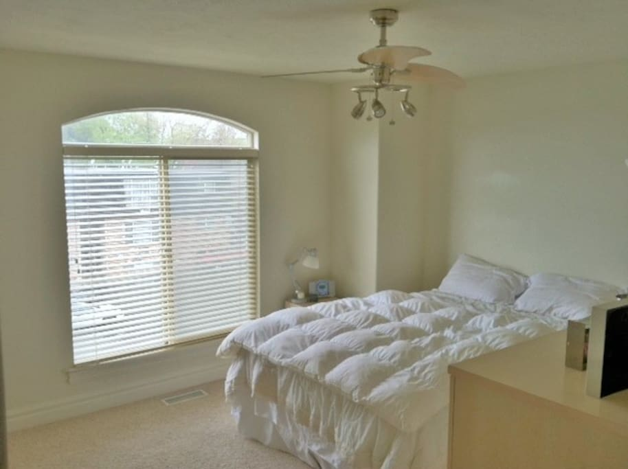 2 Bedrooms with comfortable high-quality mattresses with linens provided