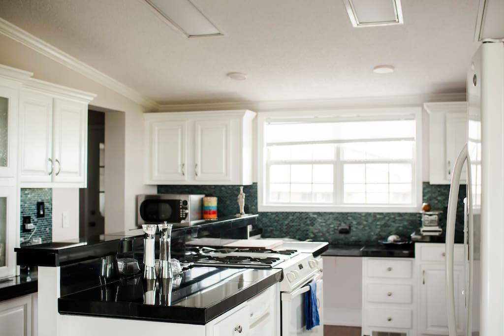 A reverse shot of the kitchen, image courtesy of Amaris Photography.