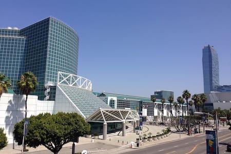 Facing LA Convention Center! - Los Angeles - Apartment